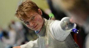 Bebe è l'unica atleta al mondo a impugnare il fioretto con una protesi